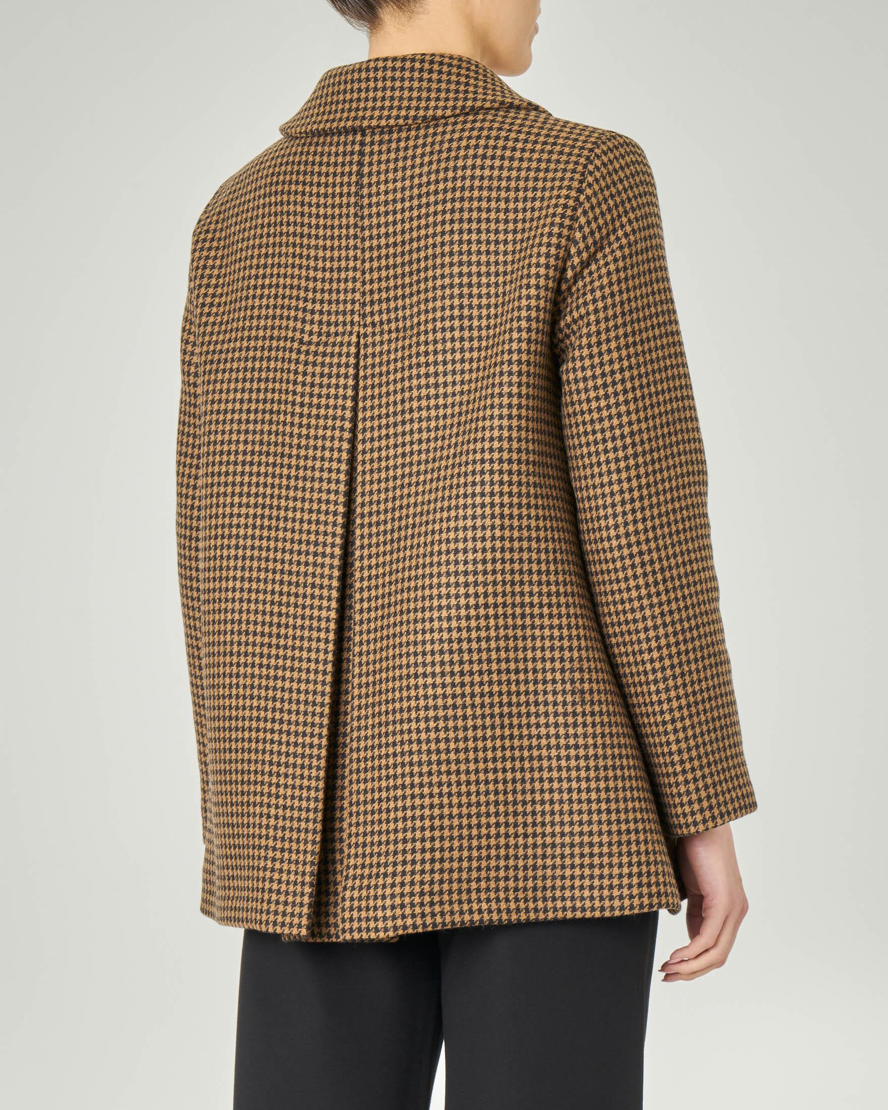 Cappottino color cammello in tessuto misto lana con lavorazione diagonale a fantasia pied de poule cammello e nero