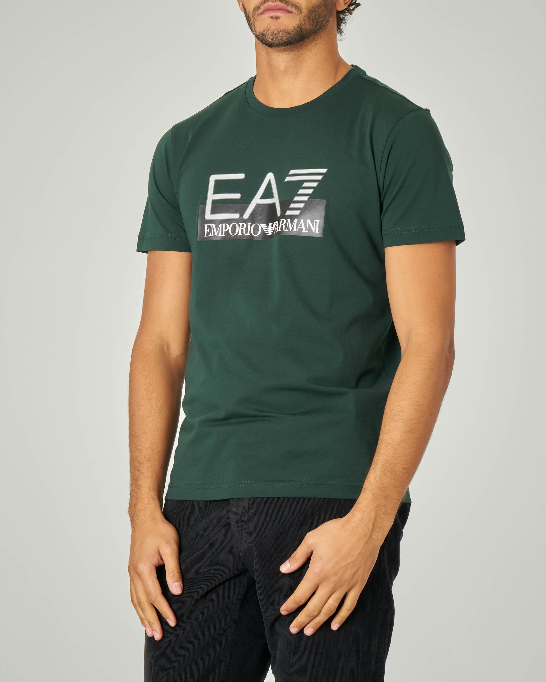 T-shirt verde con logo EA7 sul petto