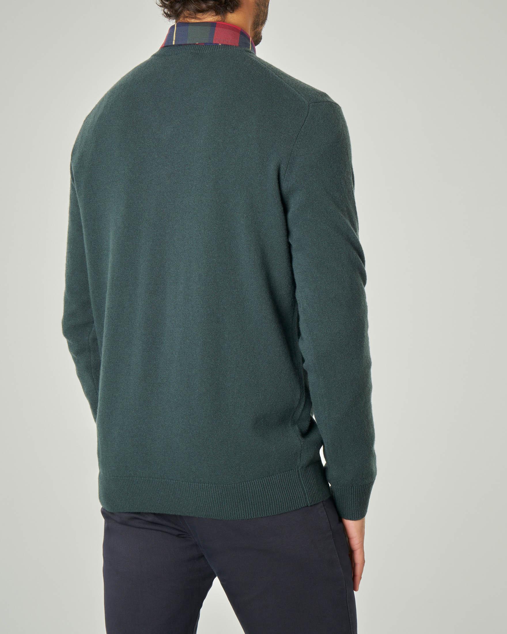 Maglia verde scollo a V in pura lana