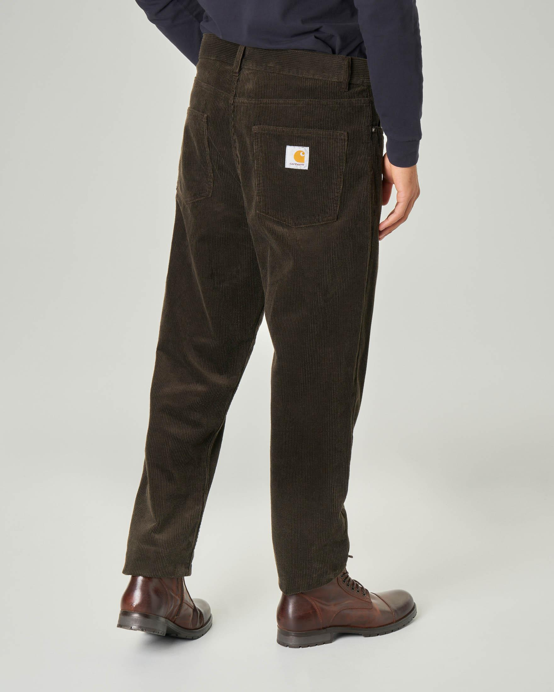 Pantalone carrot-fit marrone in velluto