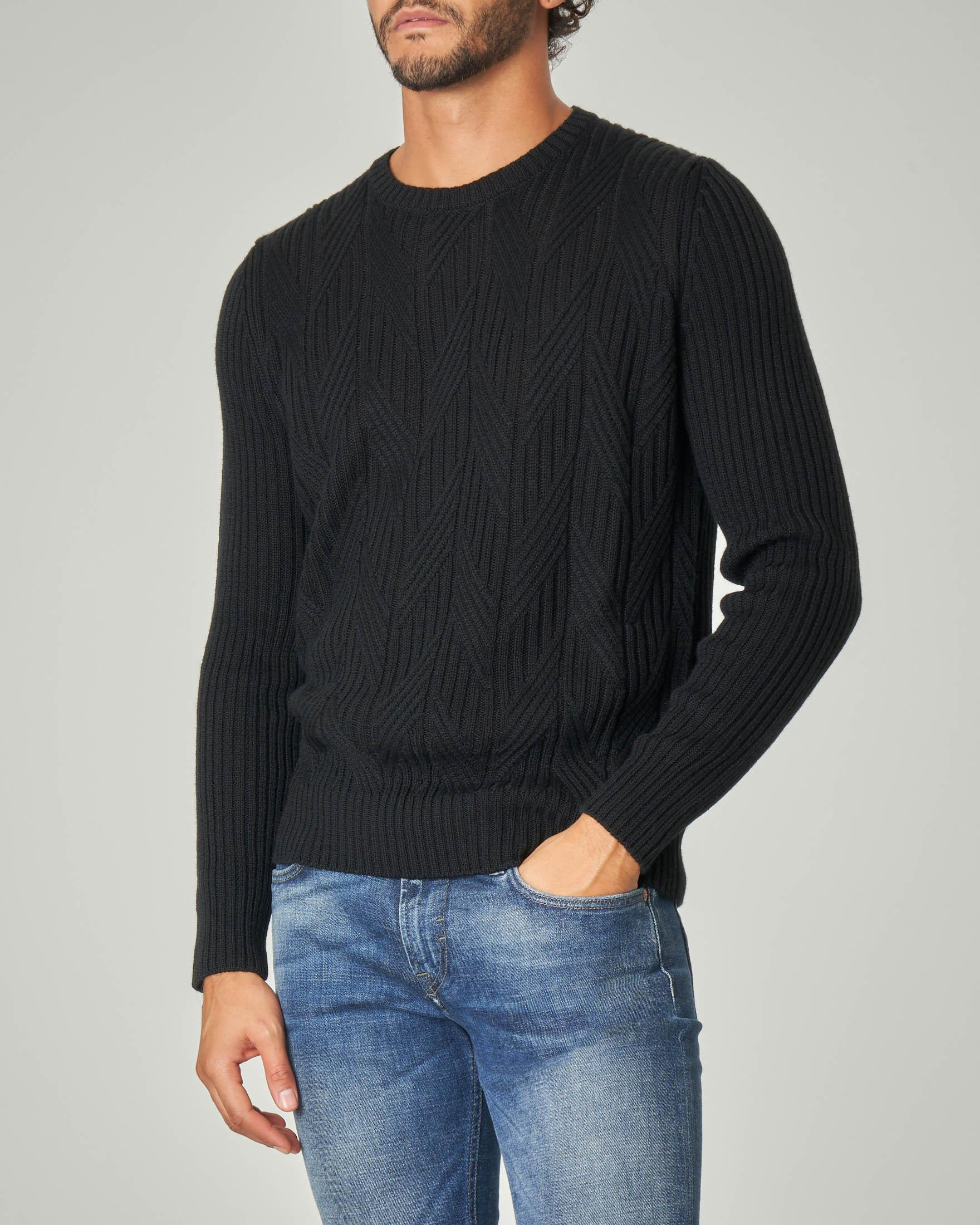 Maglia girocollo nera in misto lana merino a coste
