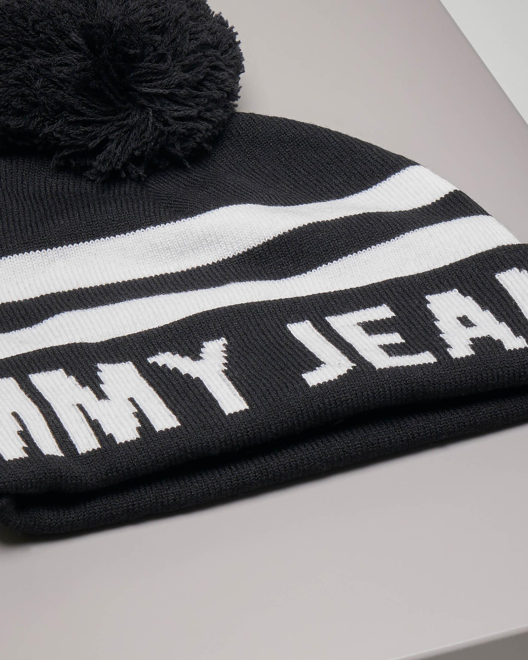 Berretto nero con righe bianche pompon e maxi-logo