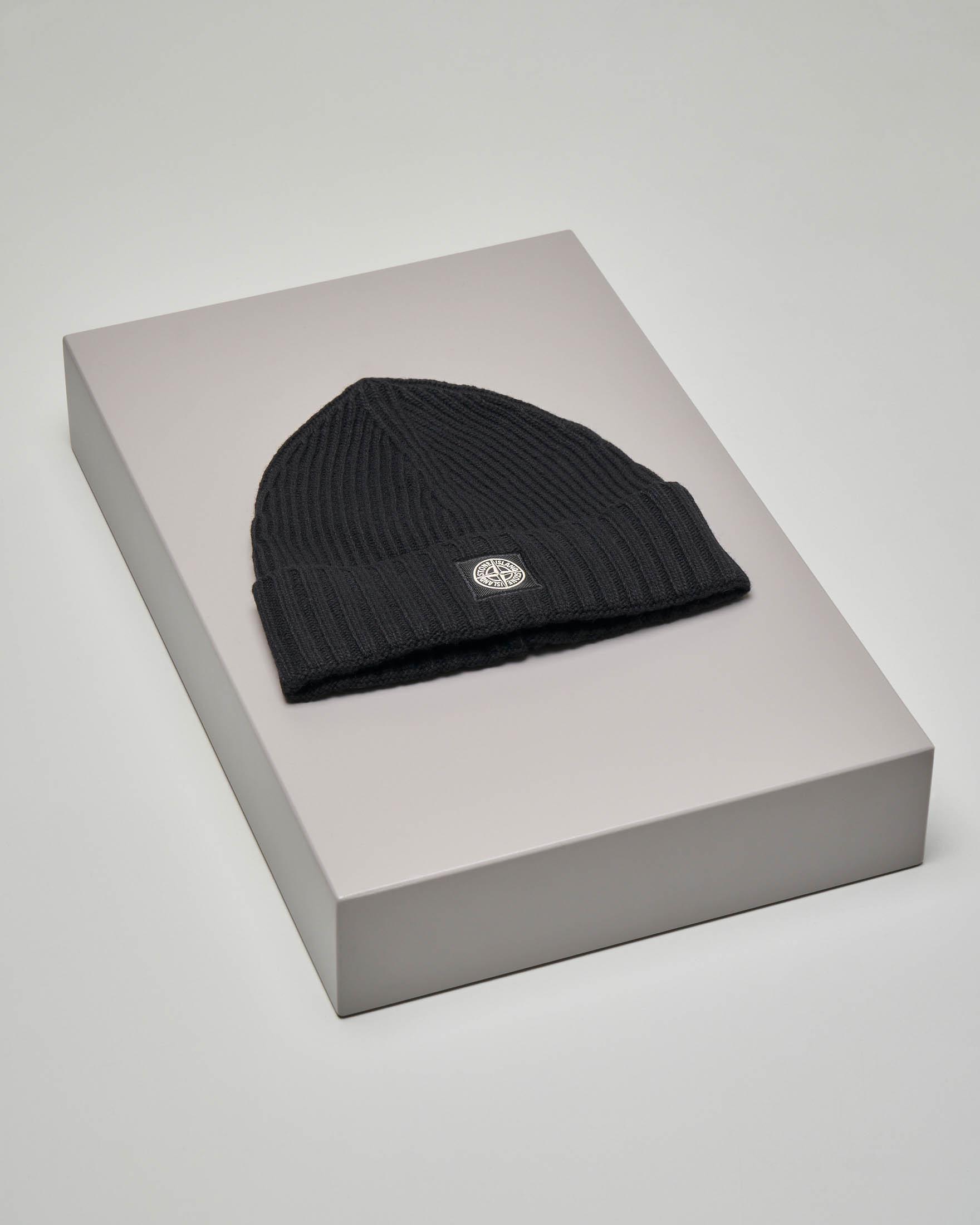 Berretto nero in misto lana e cachemire con risvolto
