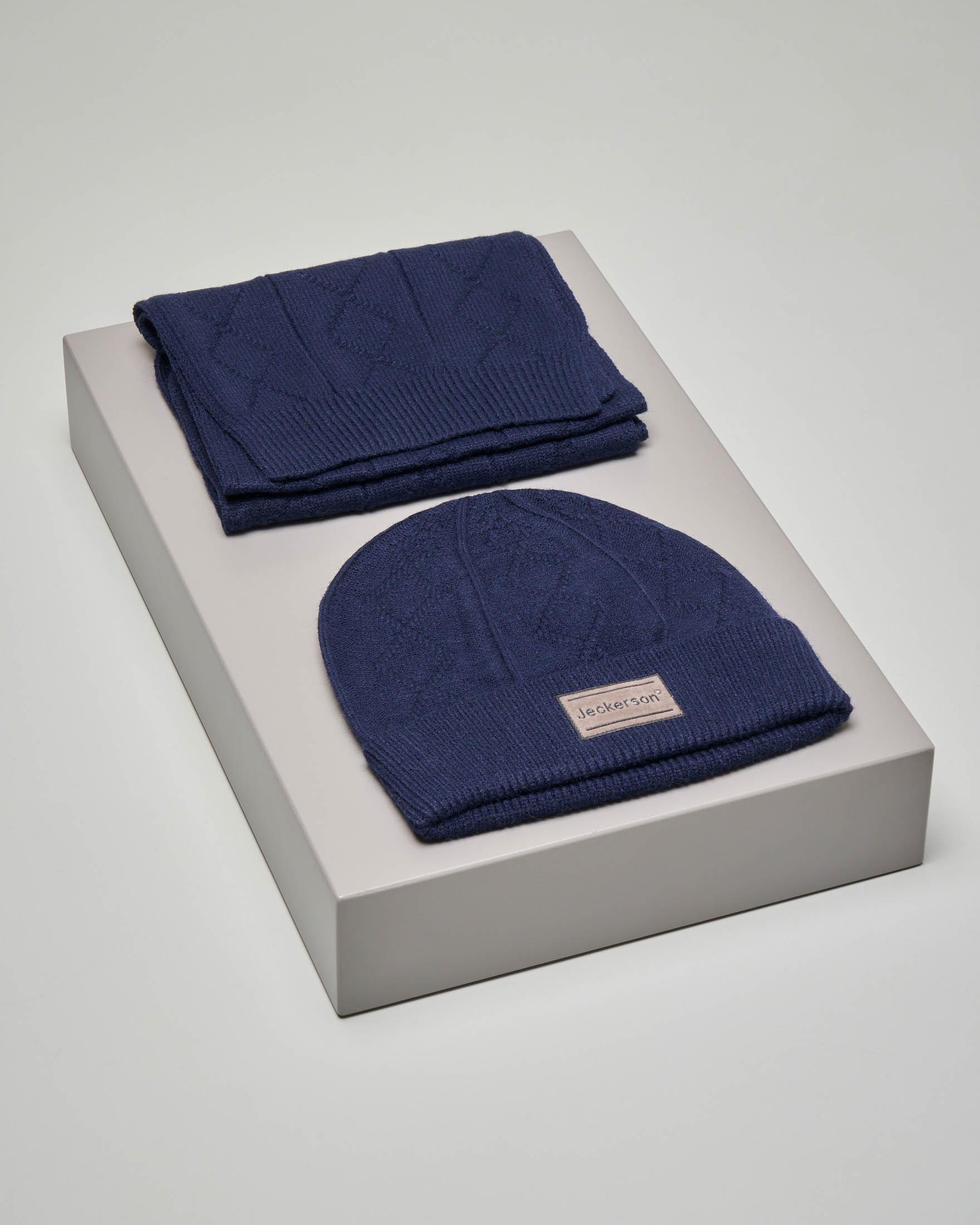 Set sciarpa e berretto blu con lavorazione intrecciata