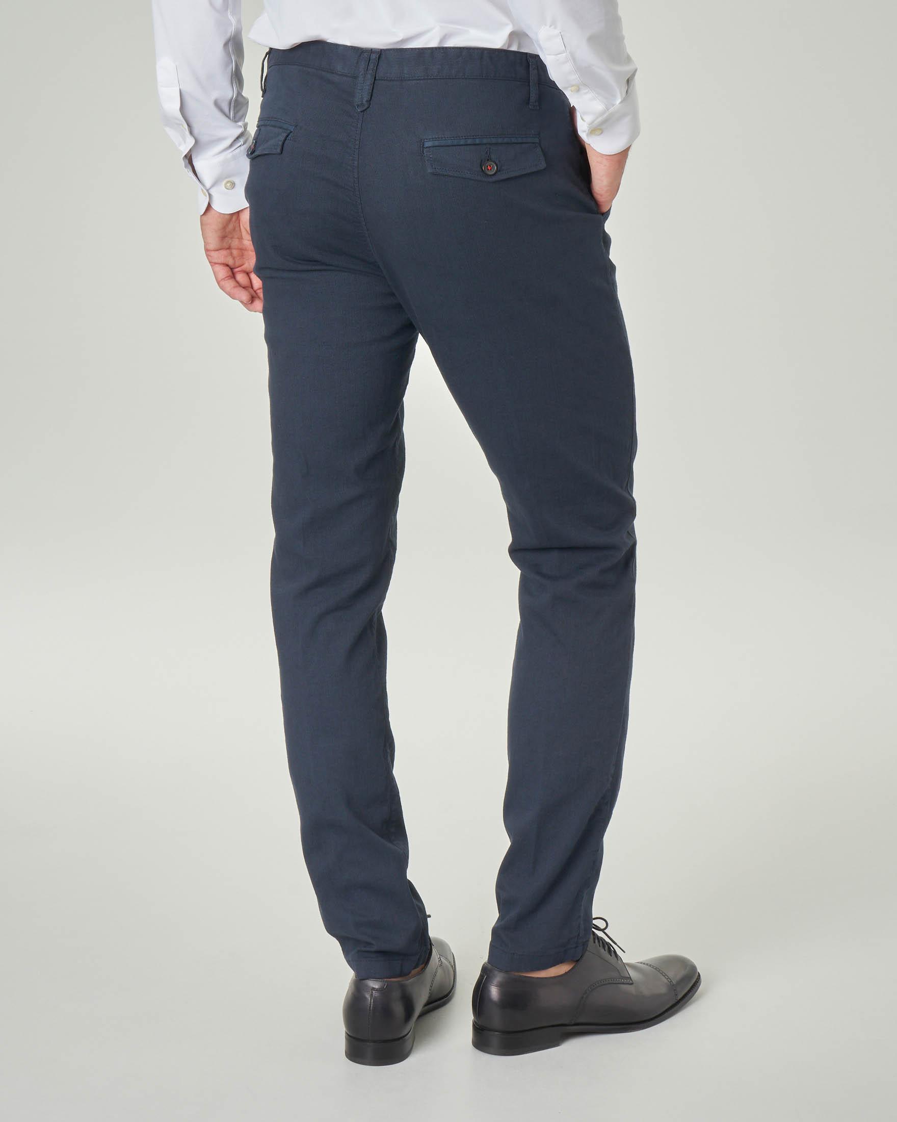 Pantalone chino blu in cotone stretch micro resca