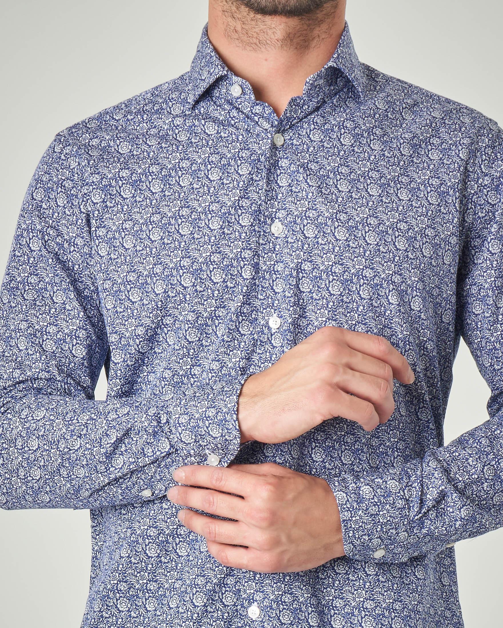 Camicia blu con collo francese in cotone fantasia floreale