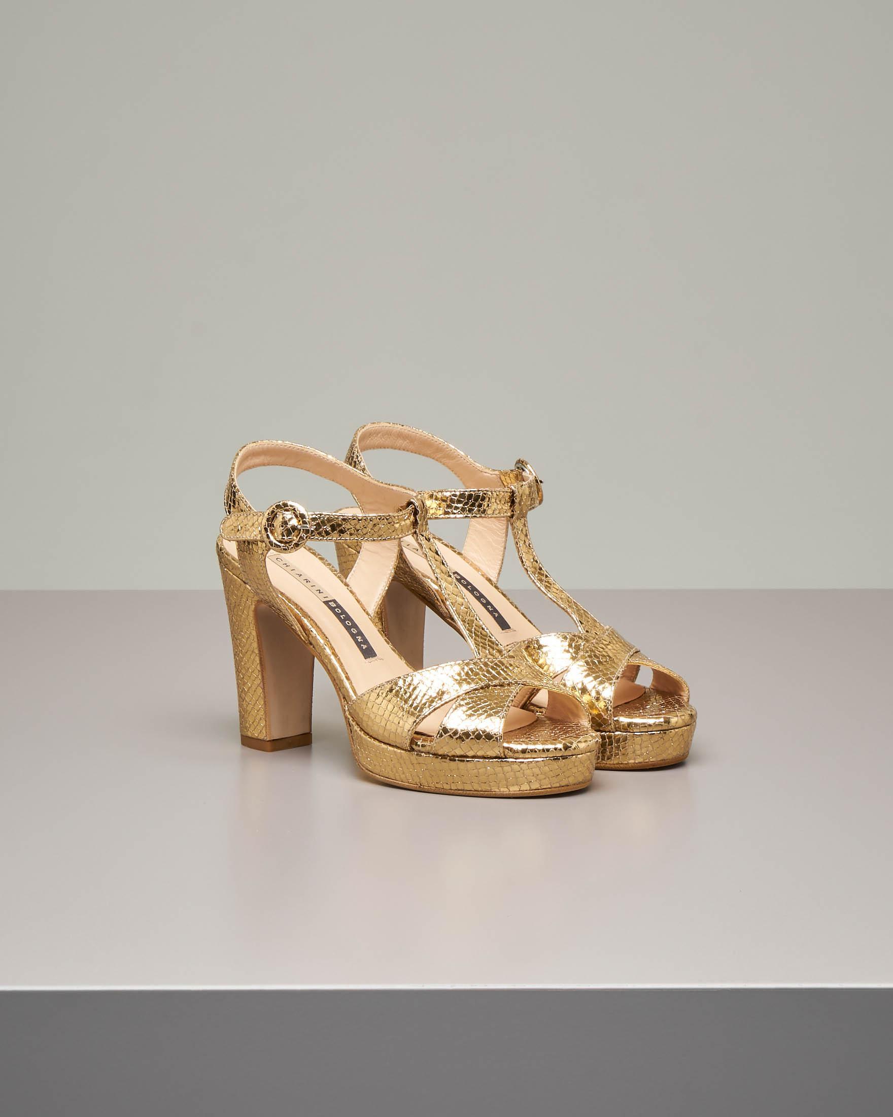 Sandalo plateau in pelle effetto pitonato color oro con