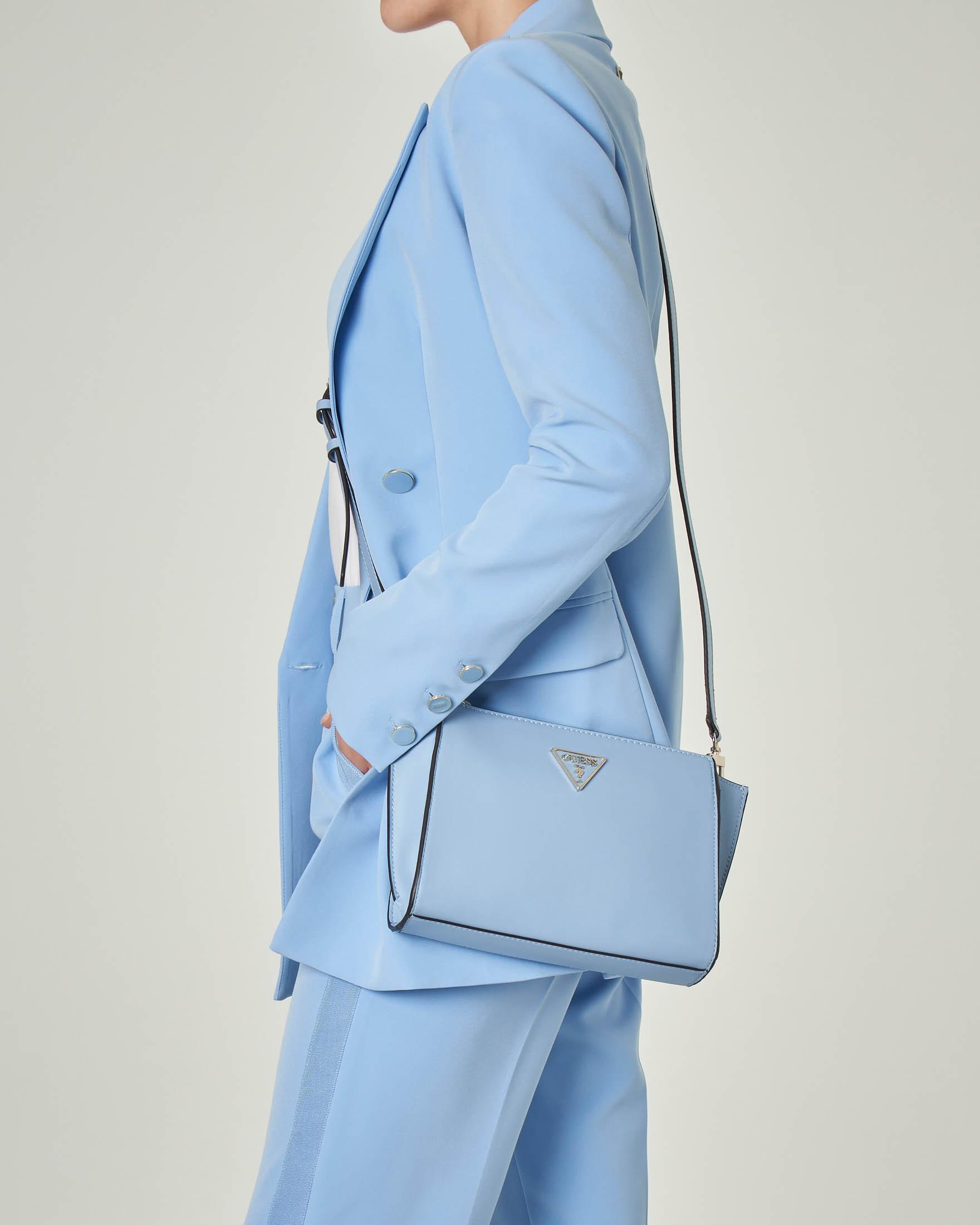 Borsa azzura in ecopelle liscia a tracolla con logo e tasca sul retro