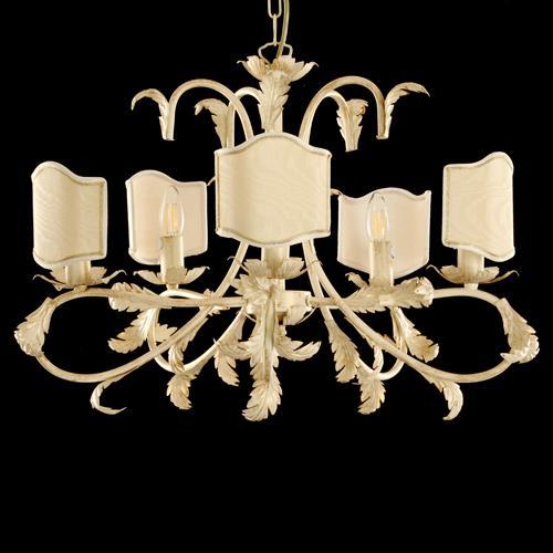 Montatura lampadario a 5 luci, struttura avorio spazzolato oro con foglie e bracci curvi con paralumi avorio e passamaneria oro.