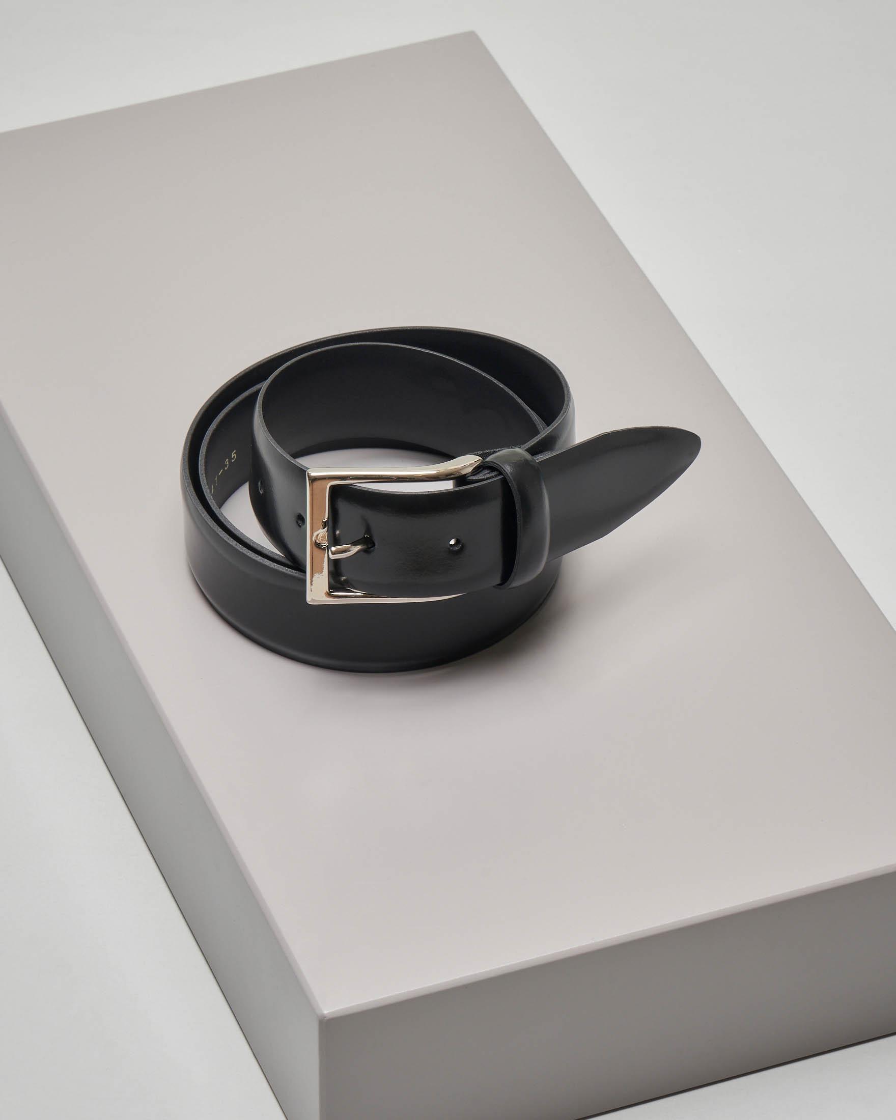Cintura nera in pelle lucida