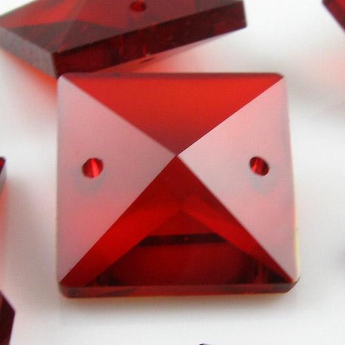 Quadruccio 20 mm rosso cristallo vetro sfaccettato 2 fori