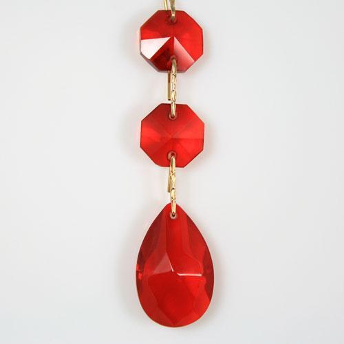 Strenna decorativa con ottagoni e mandorla pendente in vetro molato rosso.