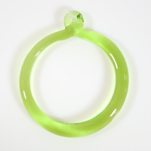 Anello pendente 50 mm vetro di Murano verde chiaro in fogo
