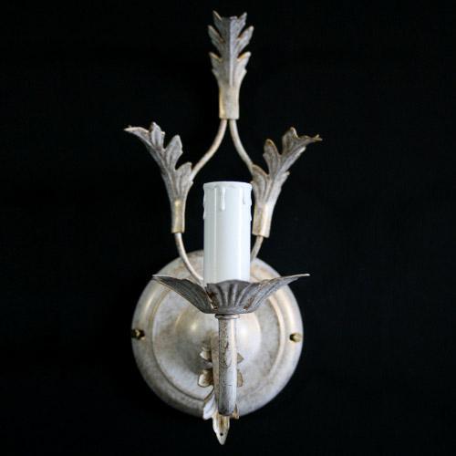 Applique ad una luce bianco screziato oro con foglie stilizzate