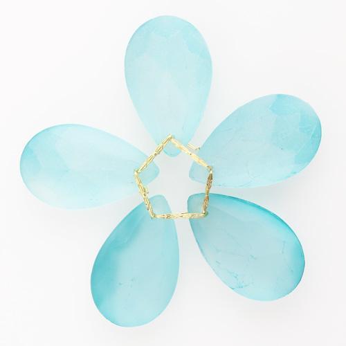 Fiore di cristalli sfaccettati colore verde satinato Ø80 mm con clip oro