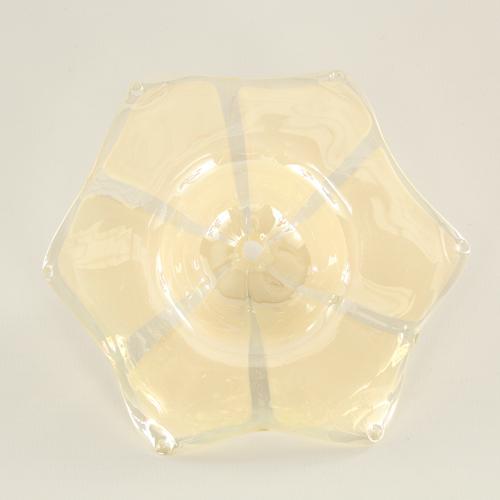 Fiore in vetro di Murano color ambra con dettagli bianchi, Ø150 mm e foro centrale Ø5 mm