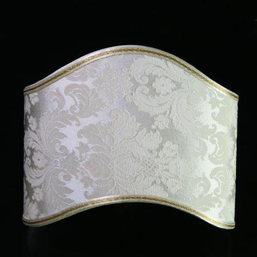 Paralume ventola antiquaria in tessuto damascato color avorio e bianco. L 25 X21 h.