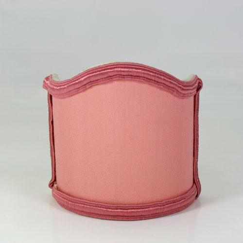 Paralume ventola color rosa con bordura rosa.