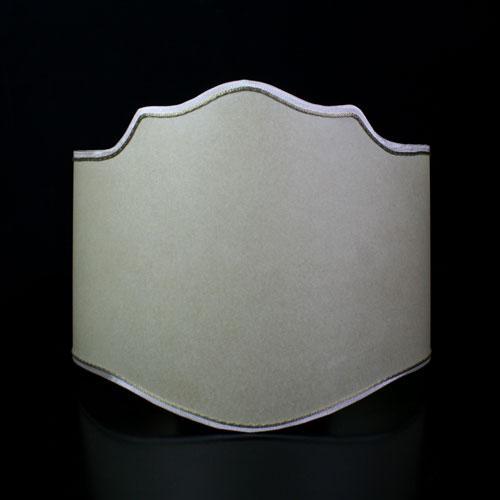 Paralume ventola pergamena color avorio con bordura bianco e oro. Attacco E27