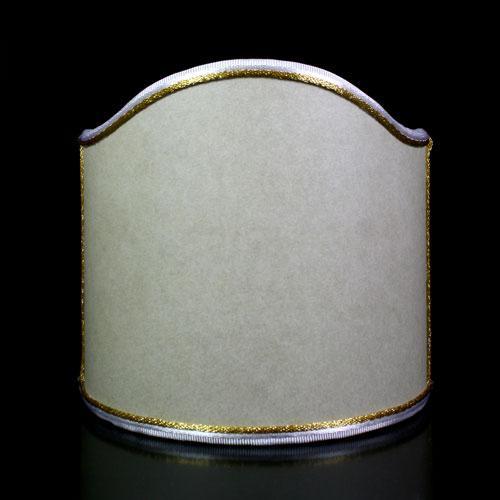 Paralume ventola pergamena color avorio con bordura oro.