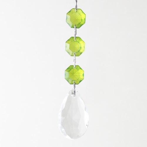 Pendente strenna ottagoni colorati verdi e mandorla pendente sfaccettata cristallo vetro veneziano. Lunghezza 10 cm.
