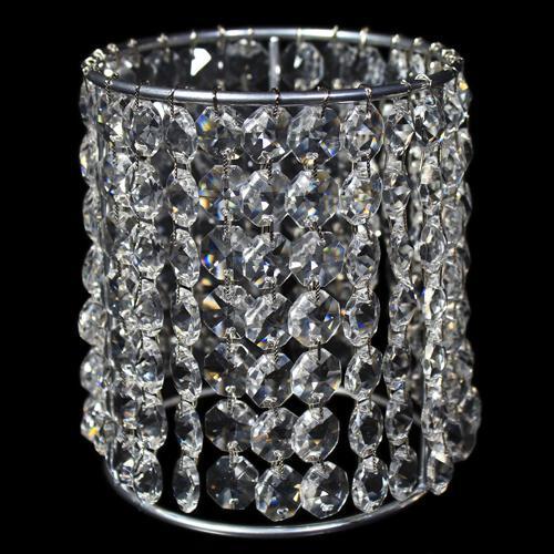 Portacandela allestito con catene di ottagoni in vetro molato 32 facce, colore cristallo. Ø 10 cm x H 12 cm.