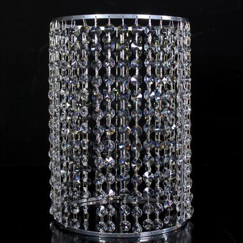 Portacandela verniciato cromo allestito con 36 catene di ottagoni in vetro molato, colore cristallo. Ø 20 cm x h. 30 cm, rigetta 6 mm passo 18 mm