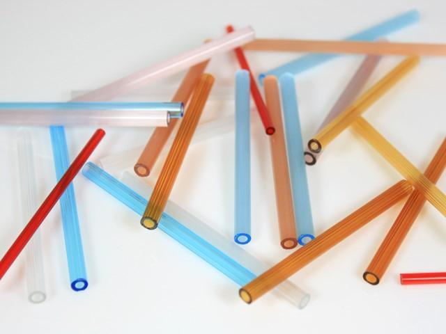 Cannetta in vetro color seta acquamare, lunghezza 8 cm, Ø 6 mm