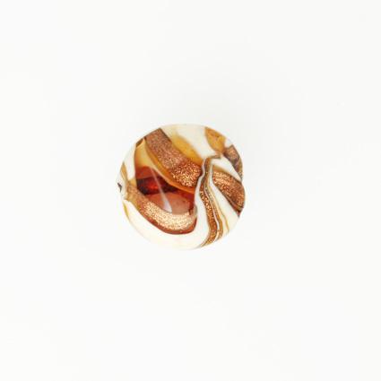 Perla di Murano schissa Fenicio Ø14. Vetro ambra, avorio, topazio e avventurina. Foro passante.