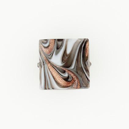 Perla di Murano schissa Fenicio Ø18. Vetro grigio, bianco e avventurina. Foro passante.