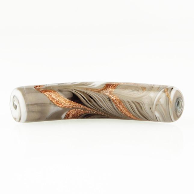 Perla di Murano tubo curvo Fenicio Ø10x48. Vetro bianco, grigio e avventurina. Foro passante.