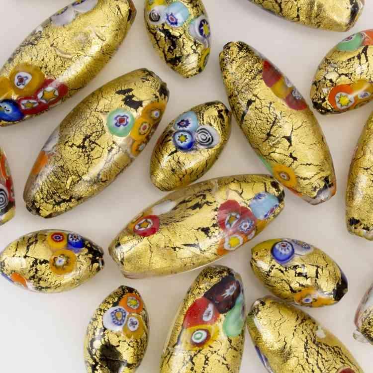 Perla vetro di Murano ovale 25 mm. Foglia oro con murrine multicolor. Foro passante.