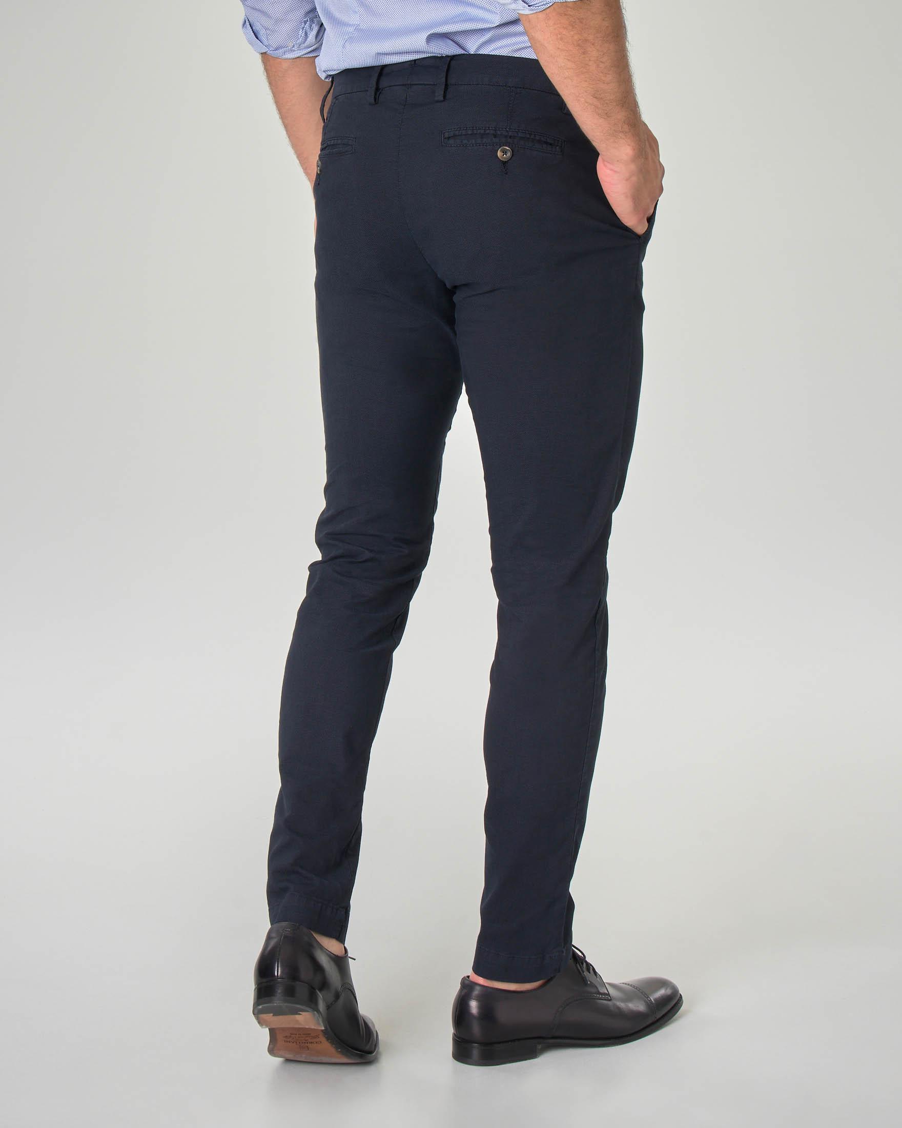 Pantalone chino blu scuro in tessuto puntaspillo stretch