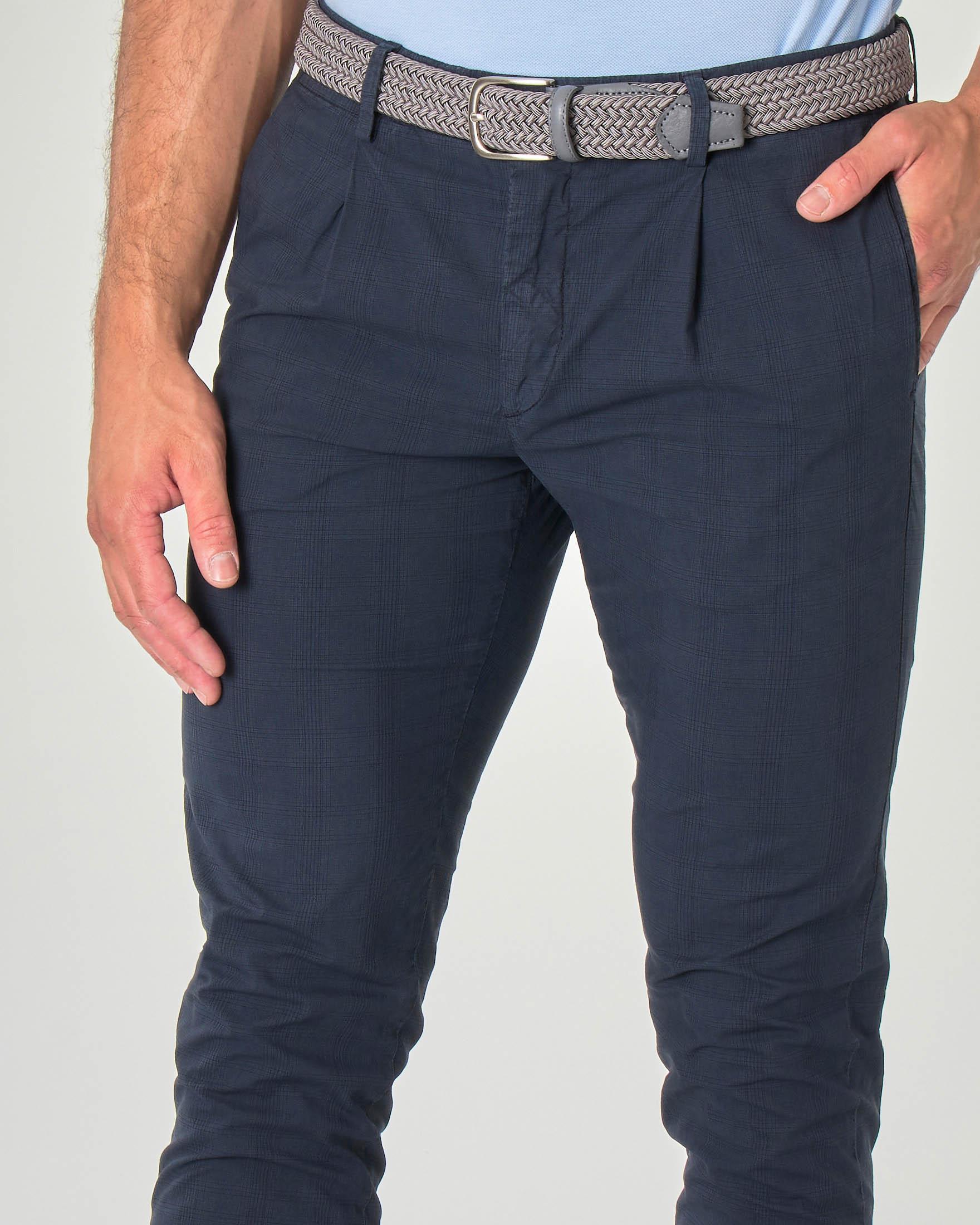 Pantalone chino blu scuro principe di Galles in cotone stretch con una pinces