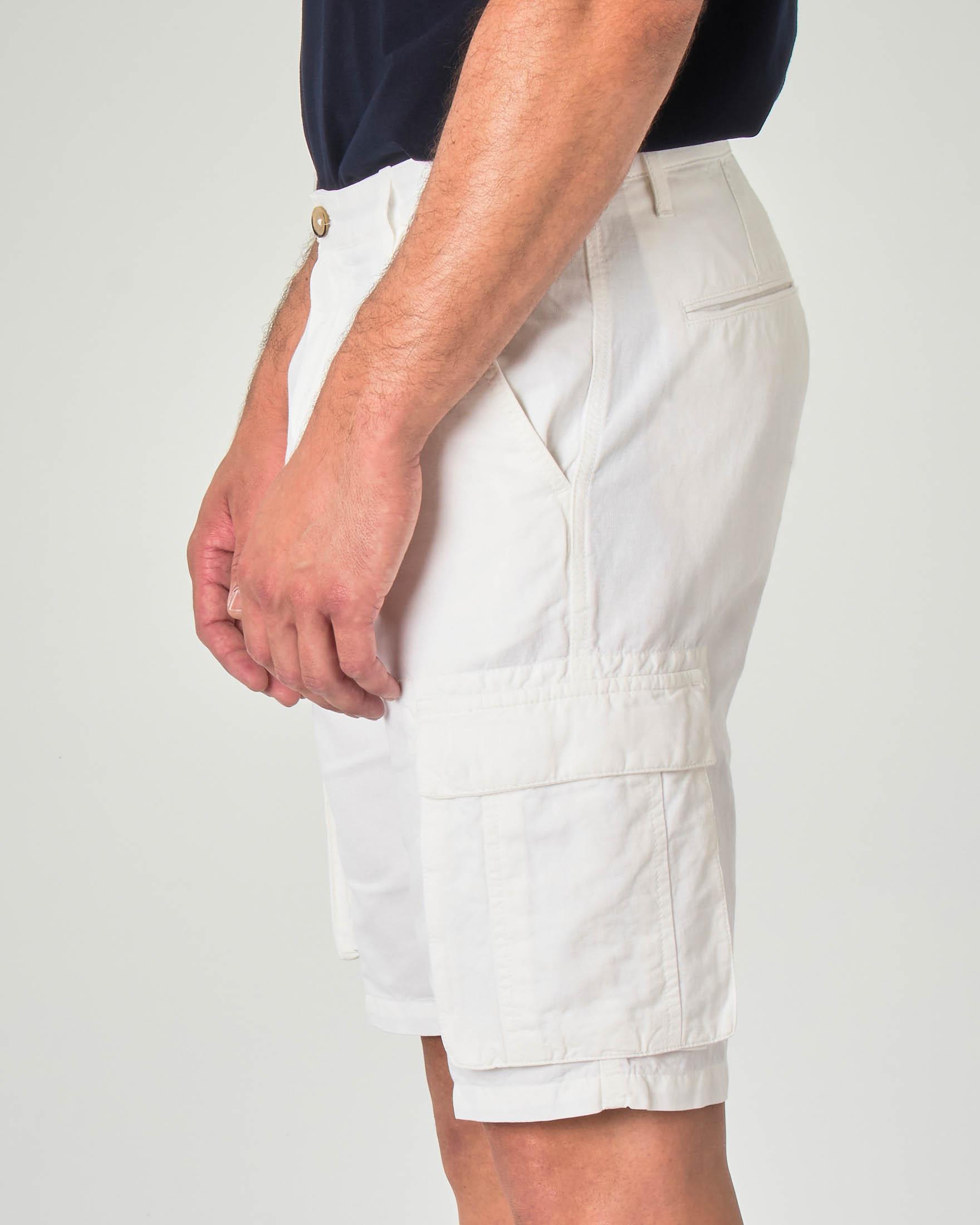 Bermuda cargo bianco in misto cotone e lino