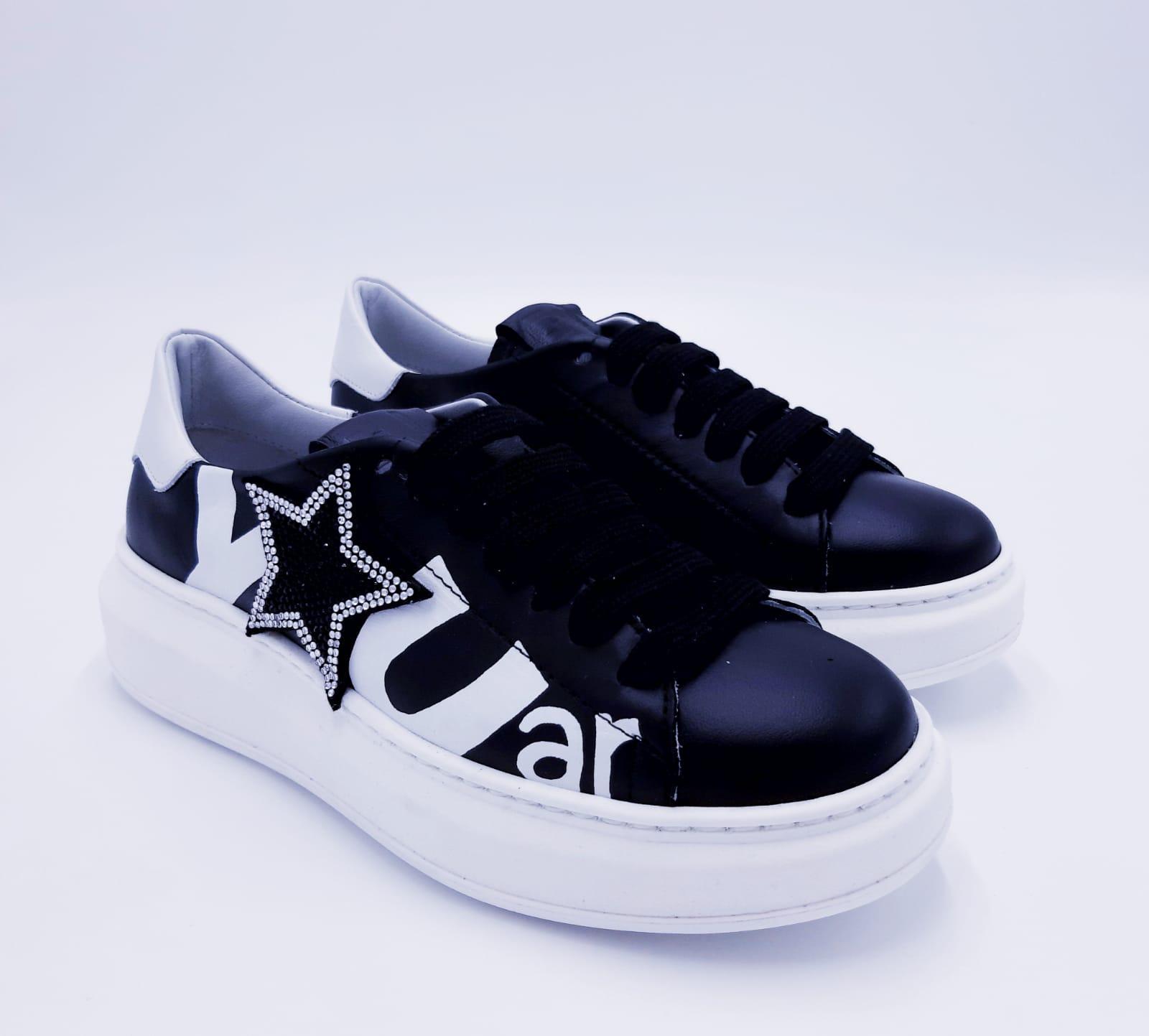 Sneakers pelle nera con stella GIO+
