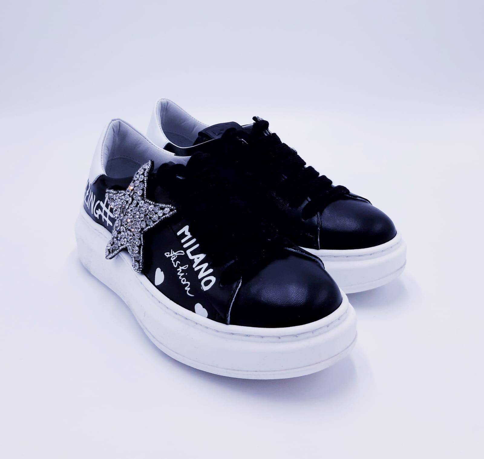 Sneakers nera con stella GIO+