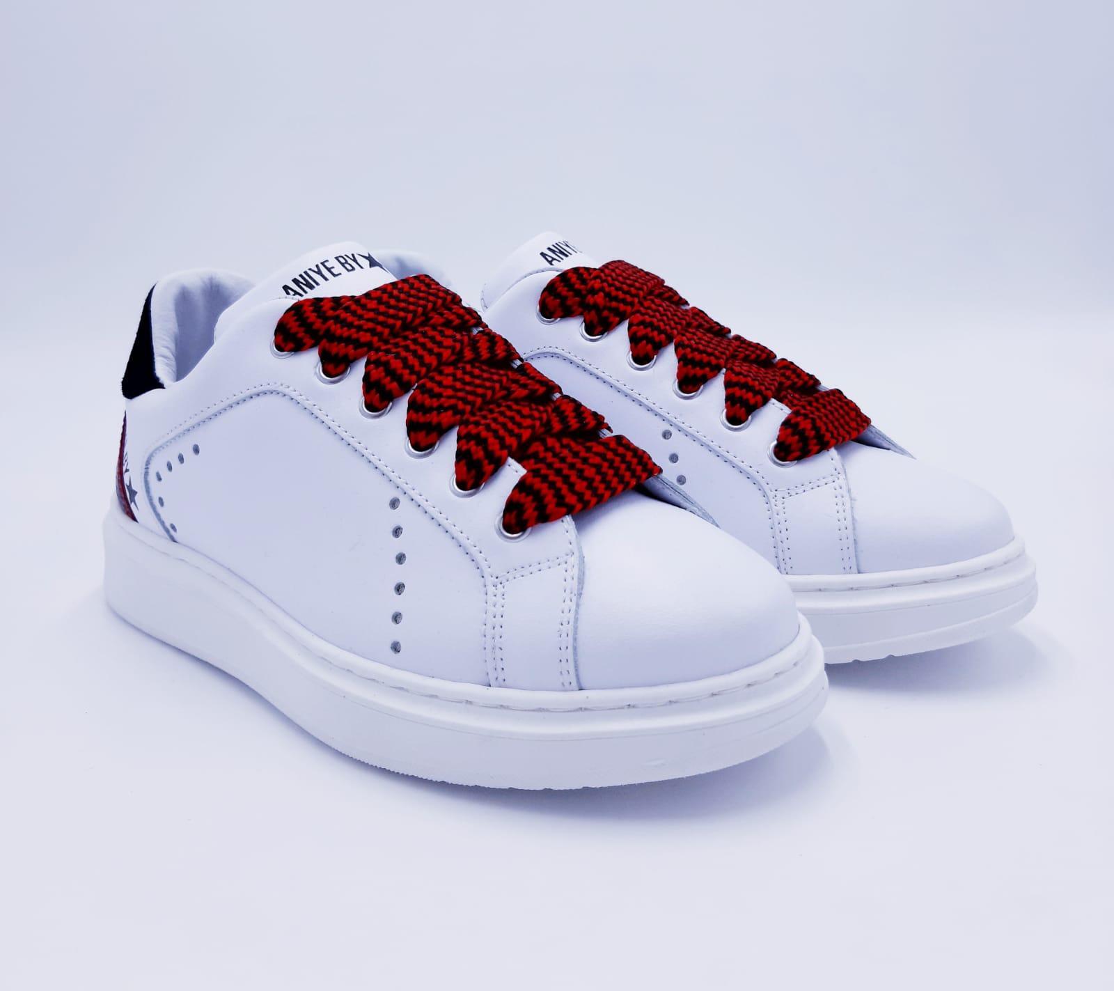 Sneakers Over Maku Aniye By