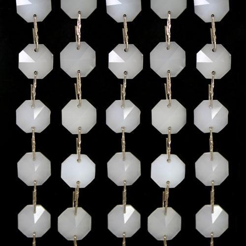 Catena ottagoni 14 mm in cristallo bianco seta, lunghezza 50 cm. Clip nickel.