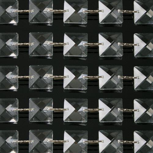 Catena quadrucci cristallo 16 mm - lunghezza 50 cm. Colore puro - clip nickel.