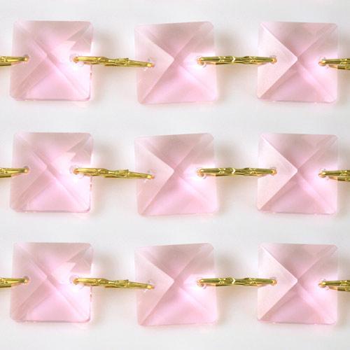 Catena quadrucci cristallo 22 mm - lunghezza 50 cm. Colore rosa - clip ottone.