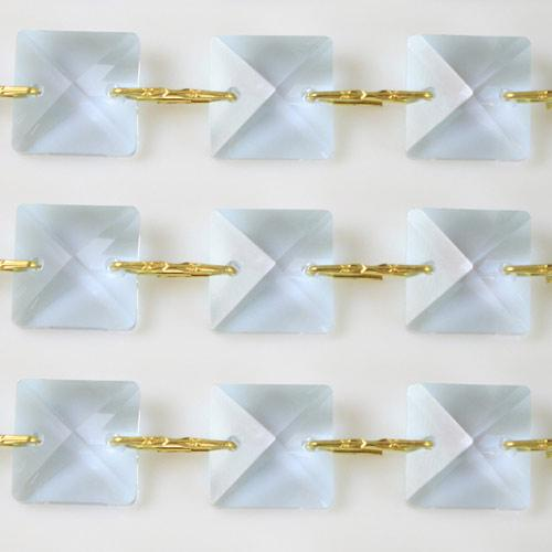 Catena quadrucci cristallo 22 mm - lunghezza 50 cm. Colore viola - clip ottone.