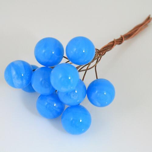 Chicco Ø16 mm con filo di rame, vetro di Murano color azzurro pasta in fogo.