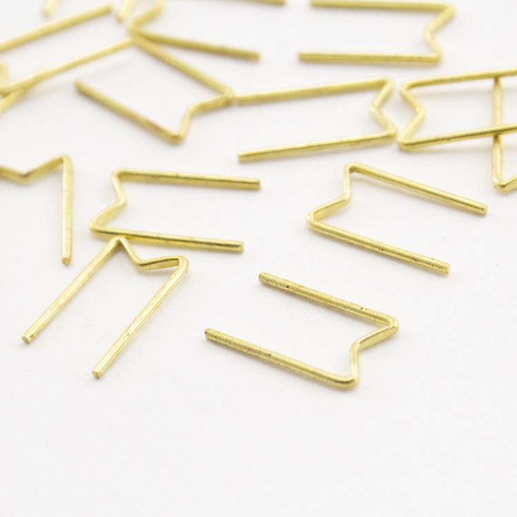 Clip per cristalli tipo Swarovski, disegno a M, passo ridotto 7 mm finitura ottone-oro