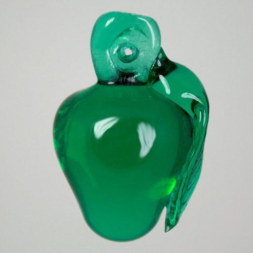 Frutto pendente vetro di Murano con codolo forato. Mela verde scuro in fogo.