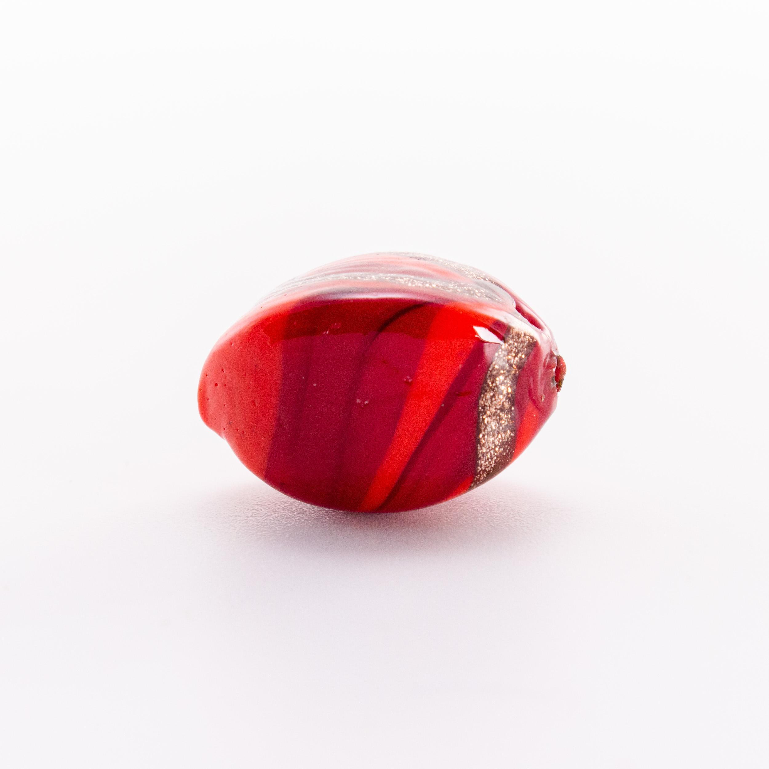 Perla di Murano a oliva 20 mm, vetro rosso con avventurina. Foro passante.