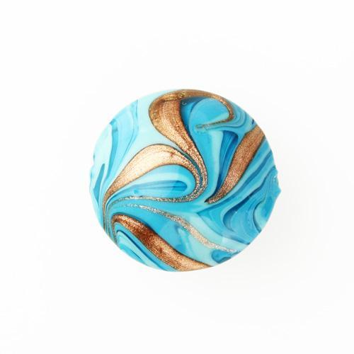 Perla di Murano schissa Fenicio Ø30. Vetro turchese, e avventurina. Foro passante.