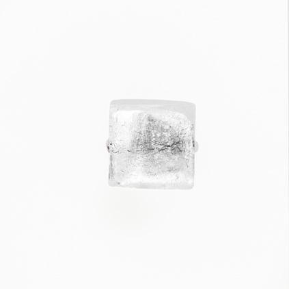 Perla di Murano schissa quadrata Ø14. Vetro sommerso trasparente, foglia argento. Foro passante.