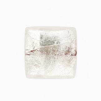 Perla di Murano schissa quadrata Ø18. Vetro sommerso trasparente, foglia argento. Foro passante.