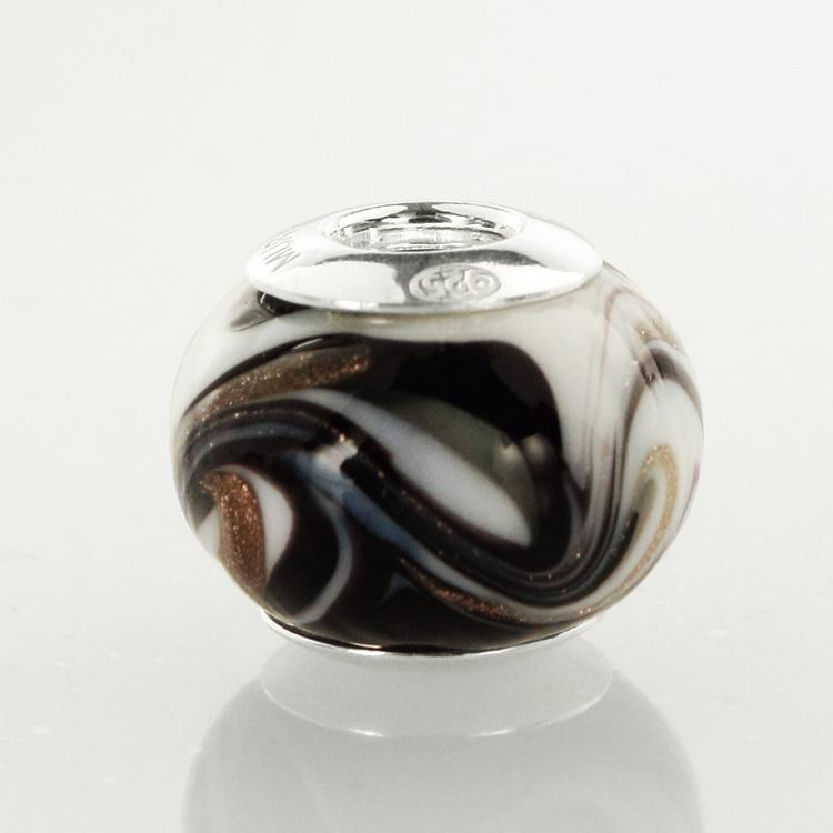 Perla di Murano stile Pandora Fenicio Ø13. Vetro bianco, nero e avventurina. Borchia argento 925. Foro passante.